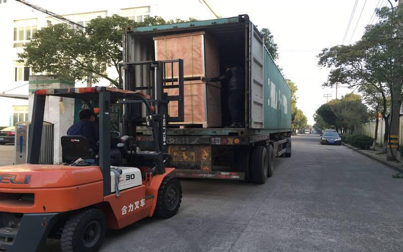 不锈钢管件集装箱装货